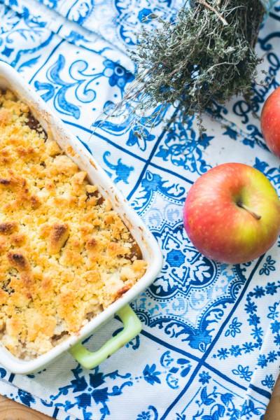 Recette de crumble aux pommes et reine-claude et thym
