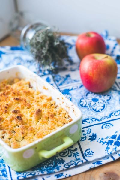 Recette de crumble maison avec du thym facile et rapide à faire aux pommes et reine-claude