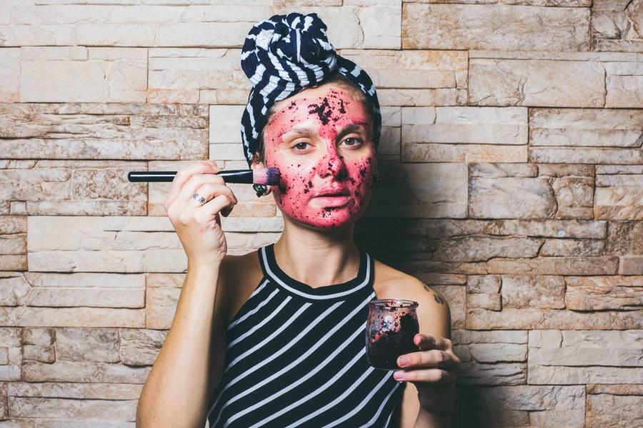 masque pour le visage fait maison à la fleur d'hibiscus