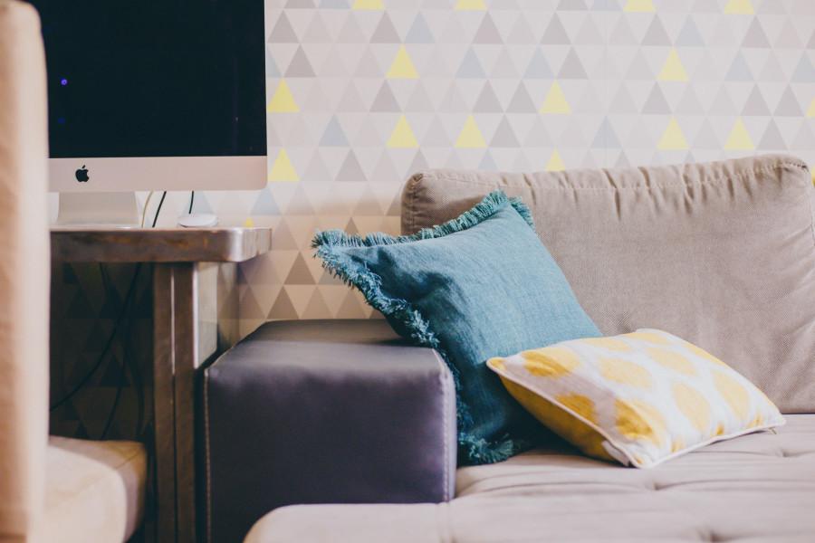 7-coussinmoonjaneiro-jaune-coussingabriel-bleu-toilesdemayenne-chat-chaperchee-blog-lifestyle-strasbourg-decoration-salon-ambiance-cosy